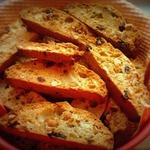 Бискотти с арахисом и вялеными фруктами
