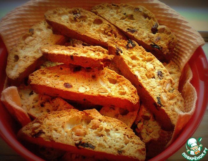 Рецепт: Бискотти с арахисом и вялеными фруктами