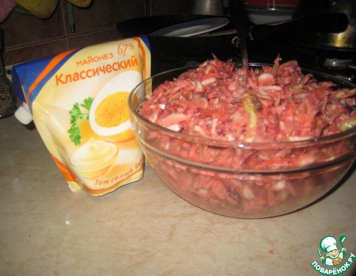 Рецепт: Салат из белокочанной капусты и мяса Не верю