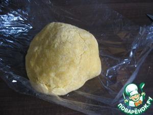 Масло, сахар, яйца, кукурузную муку и разрыхлитель вымешиваем в гладкое тесто. Кладем в холодильник.   Тесто очень рассыпчатое и трудно формируется, так как постоянно рассыпается.