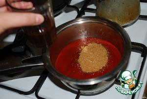 Выдавливаем соус в кастрюлю с толстым дном и добавляем все ингредиенты (для любителей острого, можно добавить кайенский перец и пару капель соуса табаско). Ставим на маленький огонь. Соус можно сделать самим, развести томатную пасту водой до нужной консистенции, но тогда понадобится больше приправ. А если покупной, то лучше использовать с минимальным количеством добавок.