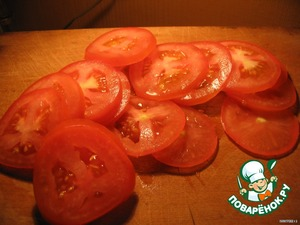 Tomatoes cut into slices thinner, but without fanaticism:) the Tomatoes must not be transparent:)