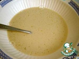 Добавить яйцо, сахар, соль и все размешать. Тесто должно получится очень жидким, консистенции сливок.