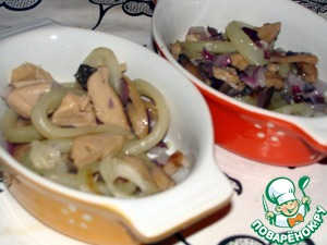 Into molds or pots for baking spread sauteed mixture of onions, mushrooms and squid.