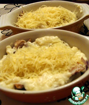 Pour the sauce, sprinkle with cheese.  Put in oven and bake until Golden brown. The finished dish sprinkle with parsley.