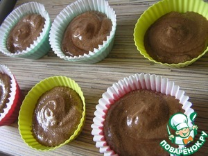 Spread resulting mixture into molds for muffins (you can put paper molds) or refractory cups greased and lightly floured. ***I got 12 mini-desserts.
