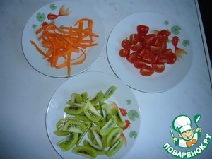 Kiwi peel and cut, carrots cut into thin strips with a knife for cleaning and cutting vegetables, tomatoes cut into wedges, lettuce to wash.