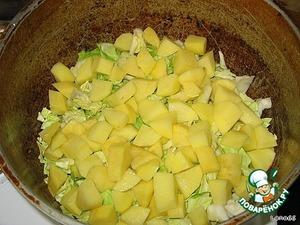 Далее картошку кубиками, посыпать приправой Вегета,