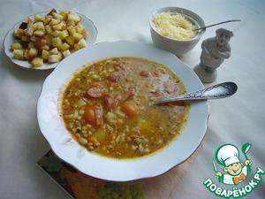Готовый суп подаем непременно с тертым пармезаном. Не лишними будут и гренки из белого хлеба, подрумяненные на оливковом масле, в которое перед использованием были выдавлены пара зубков чеснока, масло настояно 10-15 минут и профильтровано.   Тосканский суп готов, приятного аппетита всем присоединившимся.