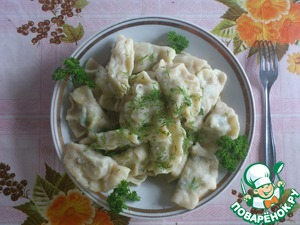 Cook for 10 minutes, the dumplings in salted boiling water. When the dumplings float, catch them with a slotted spoon.  As a sauce use sour cream or mayonnaise.  Bon appetit!