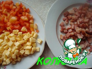 Pepper, cheese and ham cut into cubes.  Even ham and fry lightly,  greens finely chop.