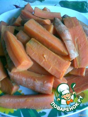 Морковку отварить в подслащенной воде до полуготовности,