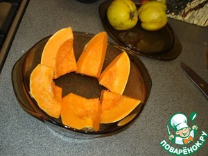 Pumpkin cut into large slices, sprinkle with cinnamon and sugar. Pour some water in an ovenproof container and put on 20-30 minutes to bake. Pumpkin should be soft but not fried.
