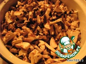 Put on to cook buckwheat. Mushrooms cut.