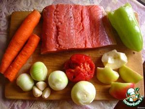 Филе кеты разморозить, овощи вымыть и почистить.