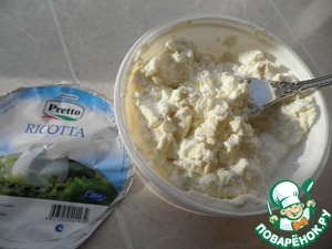 Ricotta mashed with a fork.