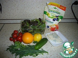 Produce to prepare a salad.