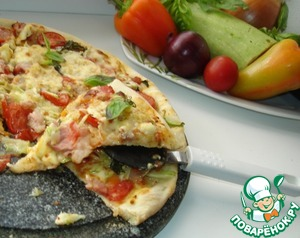 The thin crust pizza is obtained with a crispy bottom crust, soft dough and juicy filling.