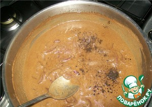 As the sauce thickens, taste for taste and add, if necessary, a pinch of black pepper, salt and sugar.