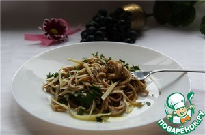 From spaghetti to drain the water (keep a Cup just in case), put the spaghetti to the sauce and stir, if the dish seems too thick, add liquid from the Cup. Put it on plates, sprinkle with parsley and grated Parmesan, drizzle with olive oil. Immediately file on the table. Have a hot, piping-hot.