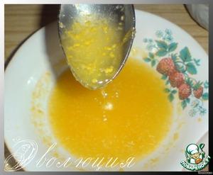 Next, the lemon grate. Adding sugar is sweeter someone who sourer. Stir.