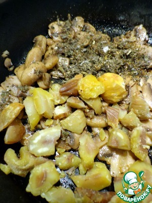 Add the sage and chestnuts and fry for another 3 minutes.