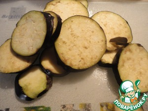 Eggplant cut into circles. I cut very thin, 3-4 mm. loves my husband. Salt, dry on paper towels.