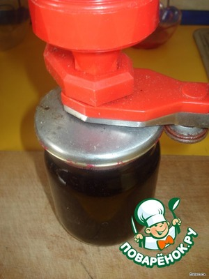Hot jelly pour into sterilized jars, roll, flip and cover with blankets to cool down.