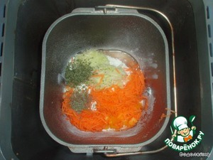 """Закладываем все в печку, так как написано в инструкции. Режим: """"Основной"""" хлеб (3ч.40мин.), корочка любая. Продукты даны на буханку весом 450гр.   Первое время последите за колобком, т. к добавки (перец, морковь и кабачок) тоже дают немного жидкости. Я в процессе добавила еще где-то 2.5ст. л муки."""