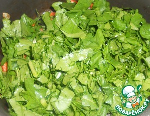 Arugula, pre-cut (or tear better hands, as you like), send it to the vegetables, stir.