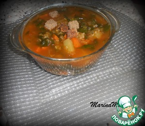 Ready soup poured on plates. Sprinkle with croutons of black bread. The soup is prepared quickly, it turns out delicious, nutritious, and vitamins there are many...