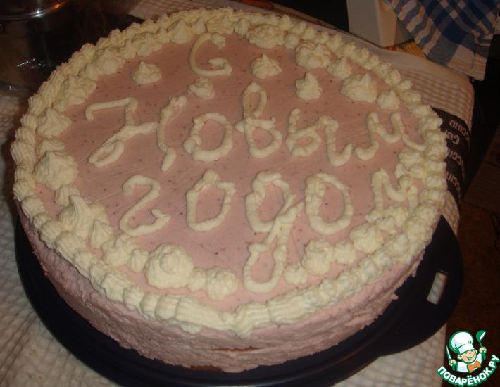 Рецепт: Бисквитный торт-суфле с клубникой