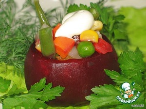 Beet baskets to fill with vegetable mixture and place them on a dish, issued the greens.  The taste became more expressive and spicy on the vegetables, you can drop a little mayonnaise.