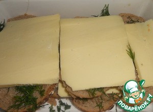 Top again to put the pieces of bread, dill and cheese.
