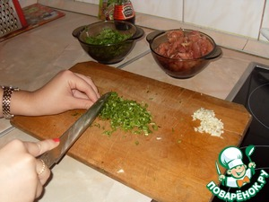 Then clean the garlic and ginger and them finely to a pulp. Finely chop the cilantro stalks and the leaves can be torn up hands.