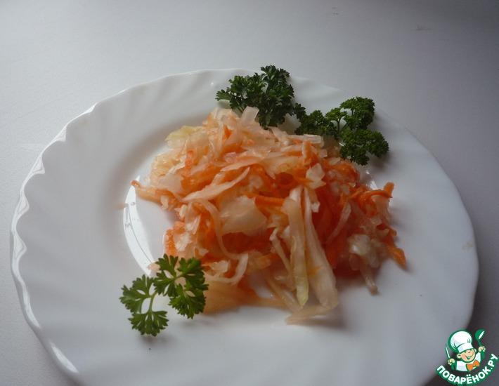 Рецепт: Капуста квашеная с яблоком и морковью