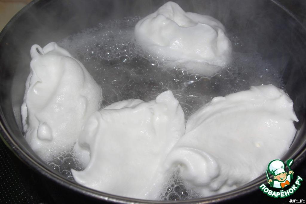 Десерт Снежки в ванильном соусе с карамелью
