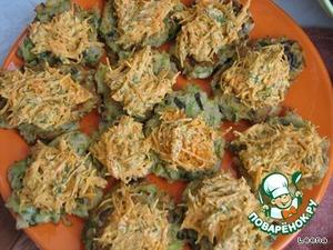 Выкладываем морковную подушечку на кабачковые оладьи.