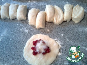 Of dough to make the sausage, cut it into pieces.  On a piece of flattened (not very subtly) put a teaspoon of currants and a little sugar.