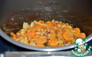 Вот таким станет лук и морковь через несколько минут.