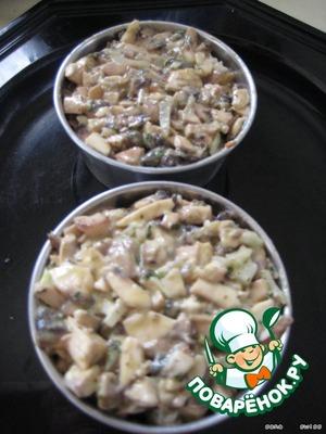 Для придания формы блюду можно выложить закуску в формочки и дать настояться в холодном месте минимум 30 минут.