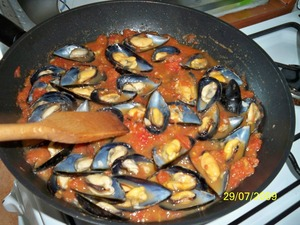 Add mussels and preparepie 2-3 minutes.