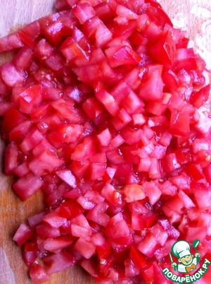 Tomatoes cut into pieces of medium size.