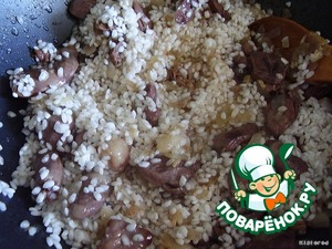 when the hearts as moisture evaporates and they are lightly browned, add to the pan rice