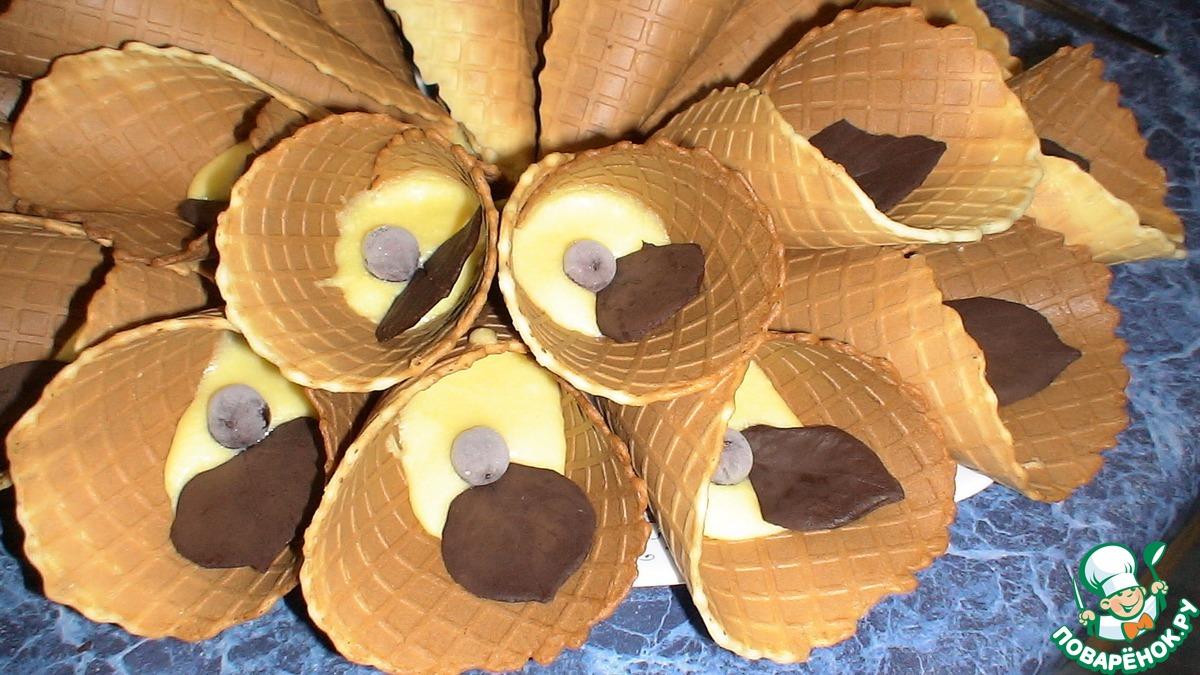 Вафельный рожок с заварным кремом