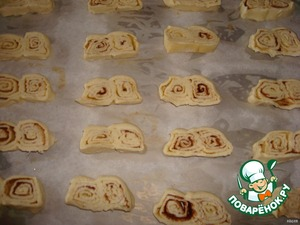 Cut the roll into slices 1 cm  and bake in the oven until browned