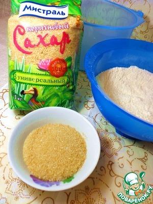 Для приготовления бисквита дакуаз нам понадобятся яичные белки (лучше комнатной температуры), сахар, сахарная пудра и мука из миндаля и орехов кешью. Ореховую муку, сахарную пудру, муку и крахмал смешать.