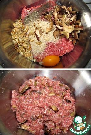 Грибы отжимаем, добавляем к ним яйцо, мясной фарш, измельченные орехи, панировочные сухари, соль-перец... все хорошо перемешиваем