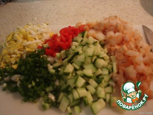 Cut finely the cucumber, pepper, onion, shrimp, egg grate on a grater