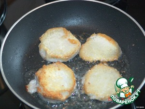По вкусу ямс напоминает обыкновенный картофель, но гораздо более нежный на вкус и немного сладковат.    Мне очень понравился жареный ямс и яичница с ним. После варки очистила клубни и обжарила их на растительном масле до румяной корочки.    Так что, если кто-либо увидит в продаже эти чешуйчатые клубни, попробуйте! Из-за красивой формы листьев ямса его часто выращивают в домашних условиях, как декоративное растение. Но, при большом разнообразии видов этого растения, не все из них используются в кулинарных целях.